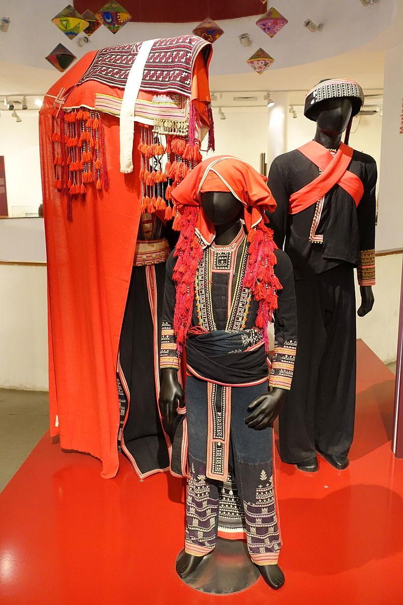 Red Dzao wedding costume